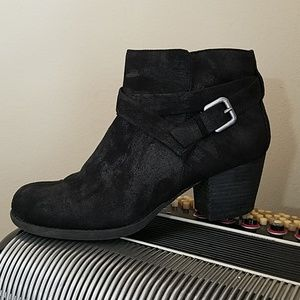 CROWN VINTAGE BLCK FABRIC BUCKLE ACCENT ANKLE BOOT